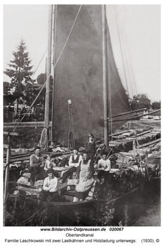 Oberlandkanal, Familie Laschkowski mit zwei Lastkähnen und Holzladung unterwegs