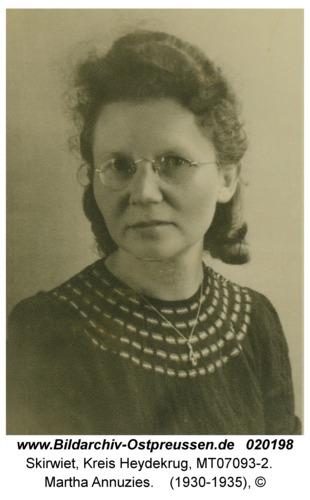 Skirwiet, Martha Annuzies