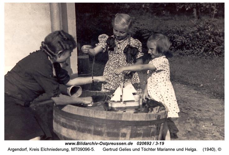 Argendorf, Gertrud Gelies und Töchter Marianne und Helga