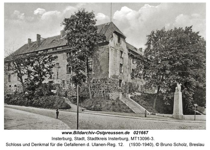 Insterburg, Schloss und Denkmal für die Gefallenen d. Ulanen-Reg. 12
