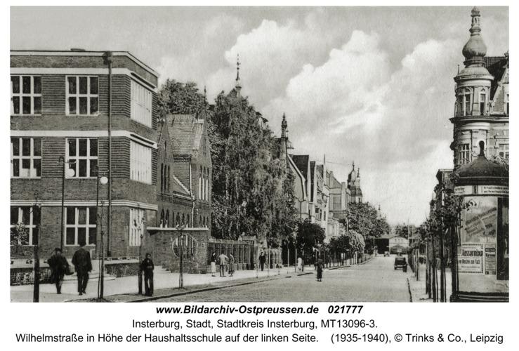 Insterburg, Wilhelmstraße in Höhe der Haushaltsschule auf der linken Seite