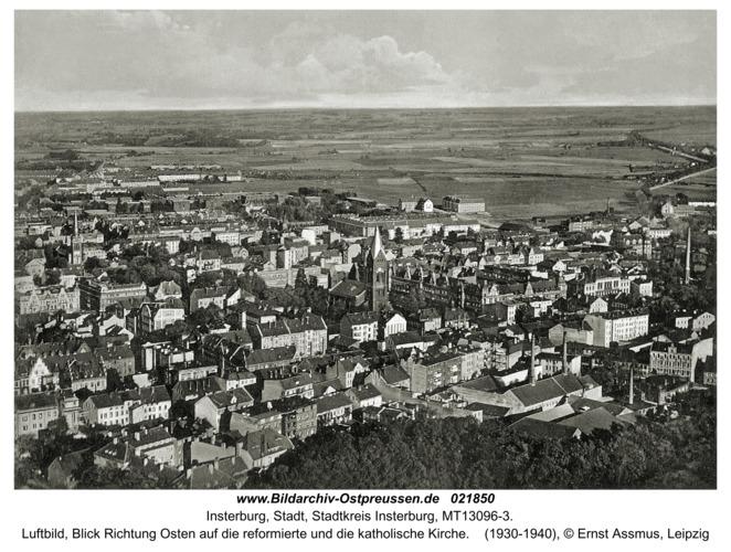 Insterburg, Luftbild, Blick Richtung Osten auf die reformierte und die katholische Kirche