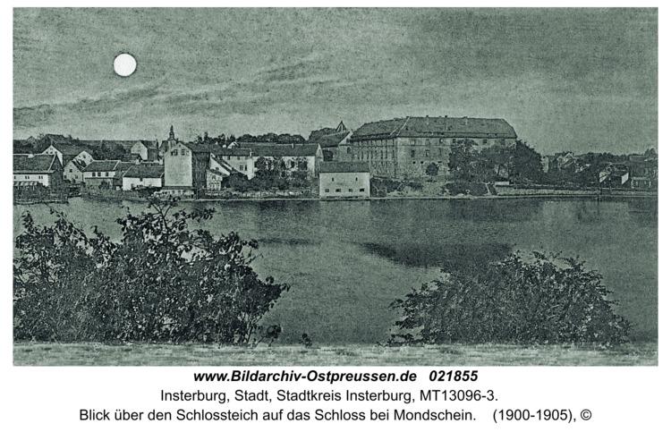 Insterburg, Blick über den Schlossteich auf das Schloss bei Mondschein