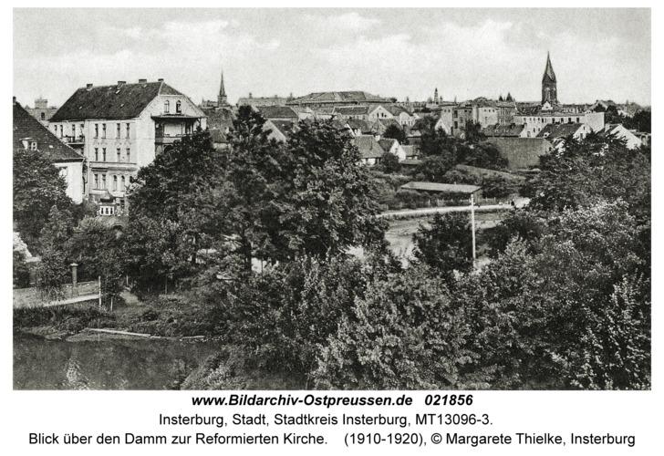 Insterburg, Blick über den Damm zur Reformierten Kirche