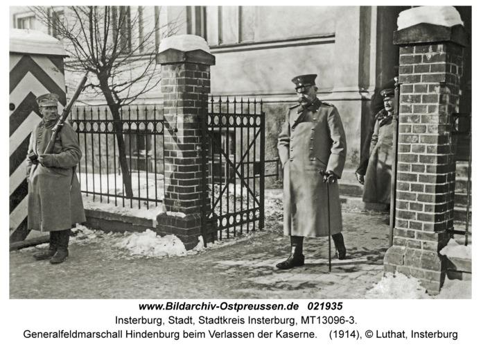 Insterburg, Generalfeldmarschall Hindenburg beim Verlassen der Kaserne