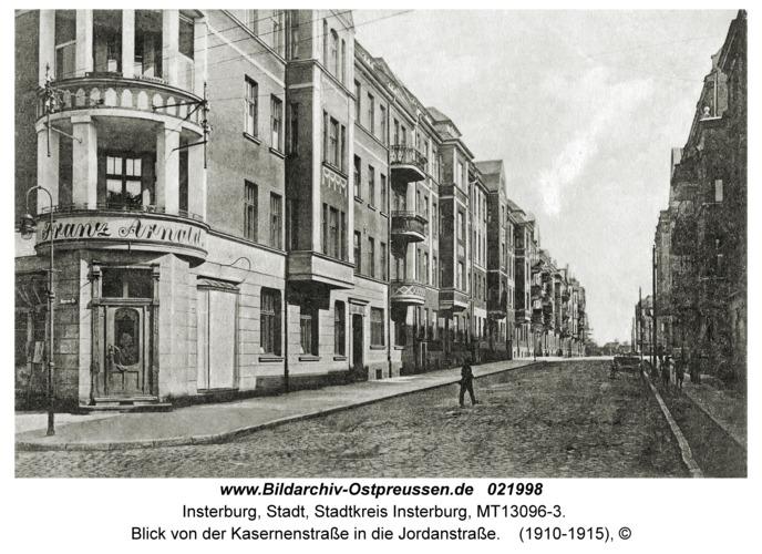 Insterburg, Blick von der Kasernenstraße in die Jordanstraße
