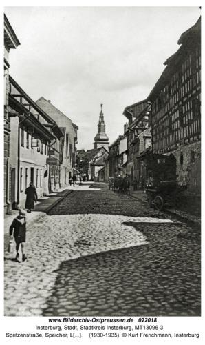 Insterburg, Spritzenstraße, Speicher, Lutherkirche im Hintergrund
