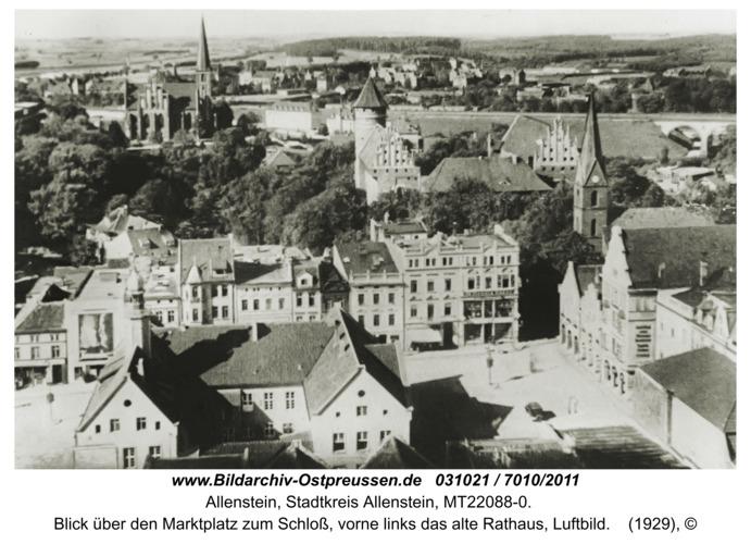 Allenstein, Blick über den Marktplatz zum Schloß, vorne links das alte Rathaus, Luftbild