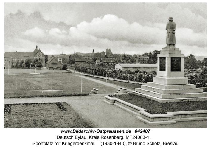 Deutsch Eylau, Sportplatz mit Kriegerdenkmal