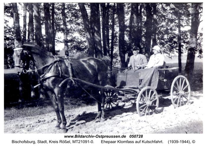 Bischofsburg, Ehepaar Klomfass auf Kutschfahrt