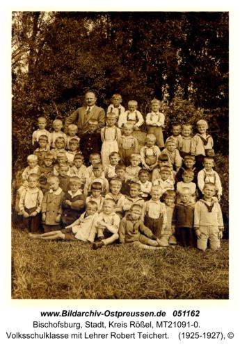 Bischofsburg, Volksschulklasse mit Lehrer Robert Teichert