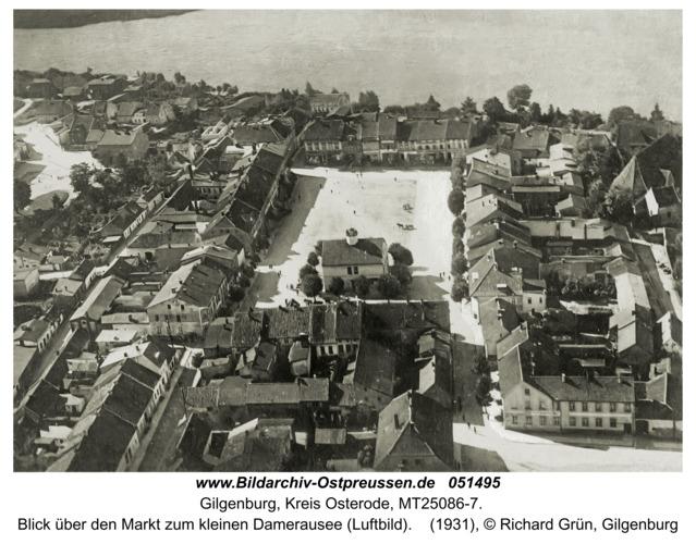 Gilgenburg, Blick über den Markt zum kleinen Damerausee (Luftbild)