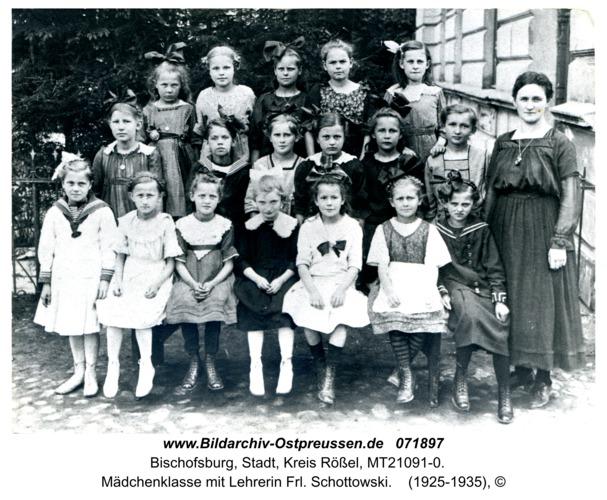Bischofsburg, Mädchenklasse mit Lehrerin Frl. Schottowski