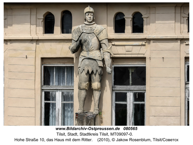 Tilsit (Советск), Hohe Straße 10, das Haus mit dem Ritter