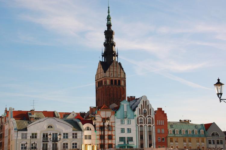 Elbing, Altstadt, ehemalige Wasserstraße mit dem Turm von St. Nikolai