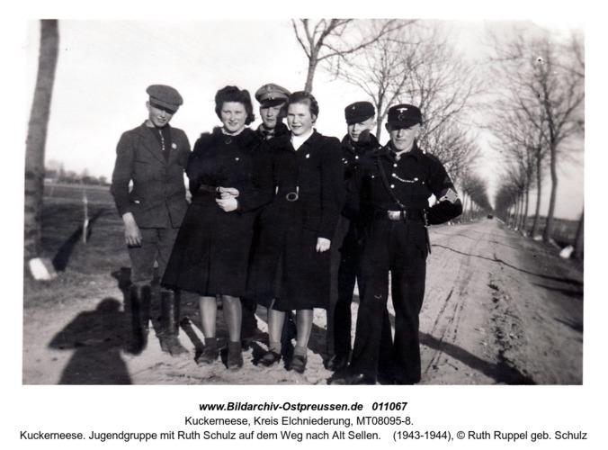 Kuckerneese. Jugendgruppe mit Ruth Schulz auf dem Weg nach Alt Sellen