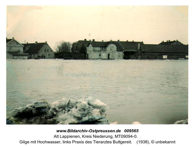 Gilge mit Hochwasser in Rauterskirch. Links Praxis des Tierarztes Buttgereit