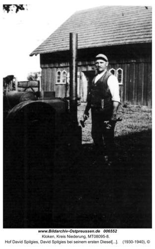 Kloken, Hof David Spilgies, David Spilgies bei seinem ersten Dieselmotor auf dem Hof