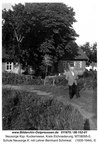 Neusorge K., Schule Neusorge K. mit Lehrer Bernhard Schimkat