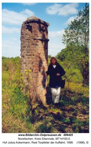 Noreitschen, Hof Julius Ackermann, Rest Torpfeiler der Auffahrt, 1998