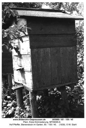 Plein, Hof Pfeiffer, Bienenstock im Garten, 65 - 159 / 45