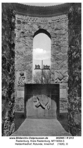 Rastenburg, Heldenfriedhof, Rotunde, Innenhof