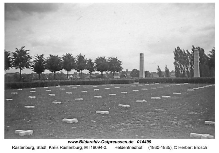 Rastenburg, Heldenfriedhof