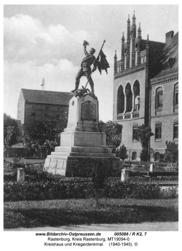 Rastenburg, Logenstraße, Kreishaus und Kriegerdenkmal