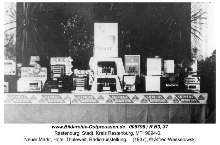Rastenburg, Neuer Markt, Hotel Thuleweit, Radioausstellung