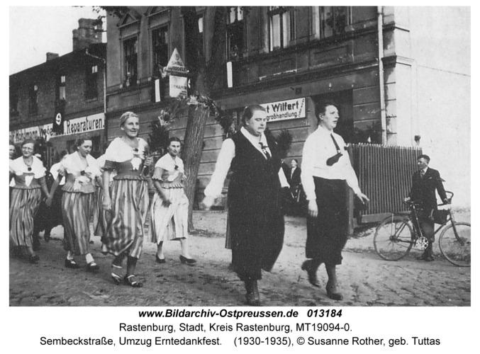 Rastenburg, Sembeckstraße, Umzug Erntedankfest