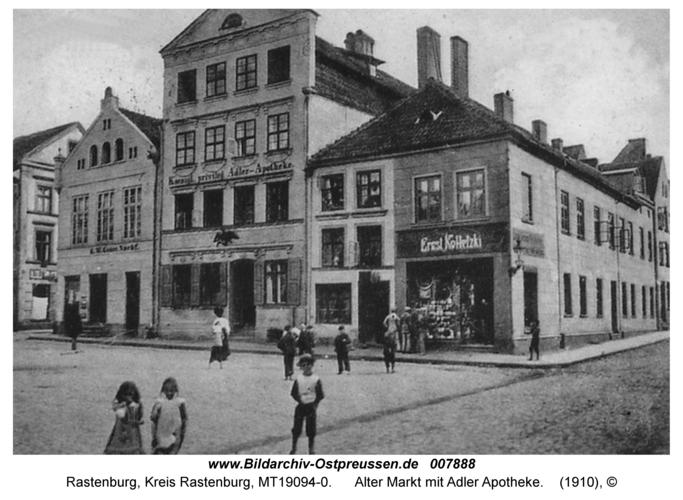 Rastenburg, Alter Markt mit Adler Apotheke