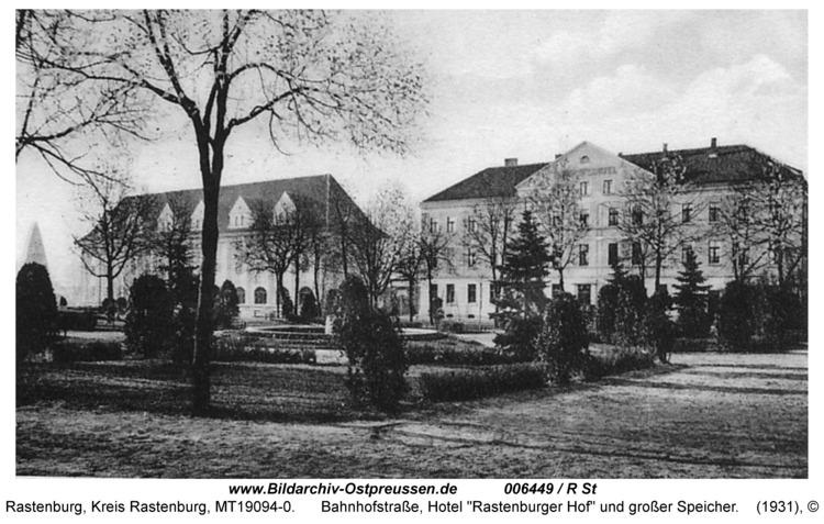 """Rastenburg, Bahnhofstraße, Hotel """"Rastenburger Hof"""" und großer Speicher"""