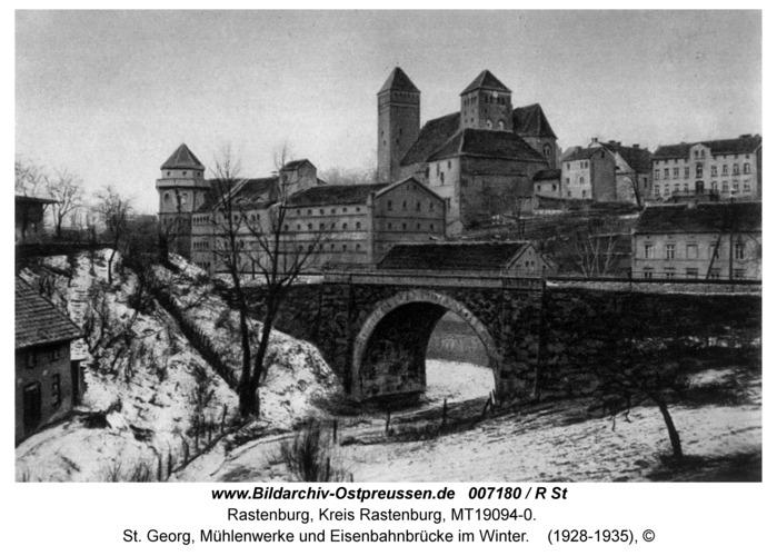 Rastenburg, St. Georg, Mühlenwerke und Eisenbahnbrücke im Winter