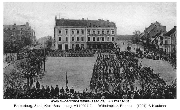 Rastenburg, Wilhelmplatz, Parade
