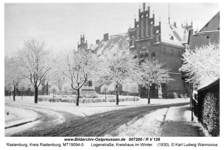 Rastenburg, Logenstraße, Kreishaus im Winter