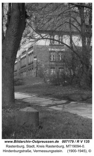 Rastenburg, Hindenburgstraße, Vermessungsstein