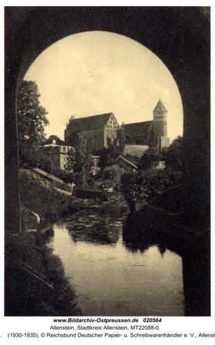 Allenstein, Blick durch die Eisenbahnbrücke zum Schloß
