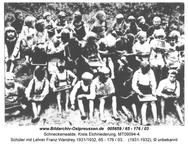 Schneckenwalde, Schüler mit Lehrer Franz Wandrey 1931/1932, 65 - 176 / 03