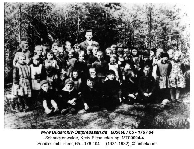 Schneckenwalde, Schüler mit Lehrer, 65 - 176 / 04