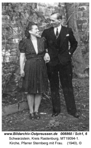 Schwarzstein, Kirche, Pfarrer Sternberg mit Frau