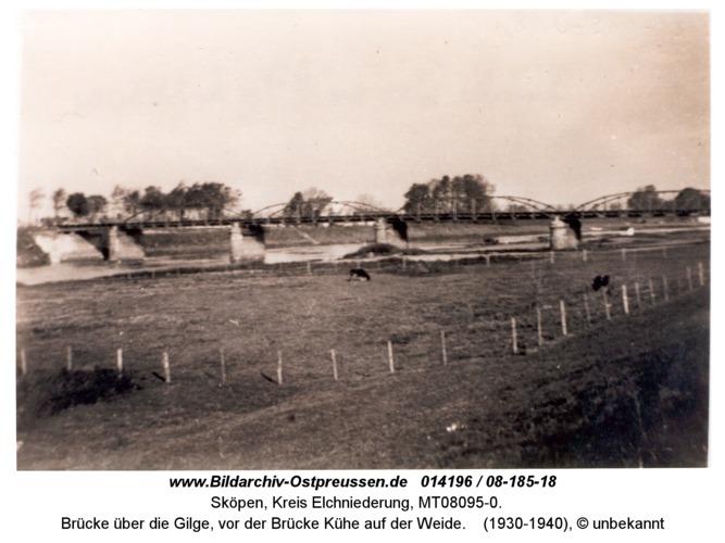 Sköpen 08-185-18, Brücke über die Gilge, vor der Brücke Kühe auf der Weide