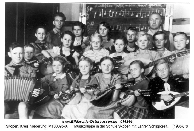 Sköpen, Musikgruppe in der Schule Sköpen mit Lehrer Schipporeit