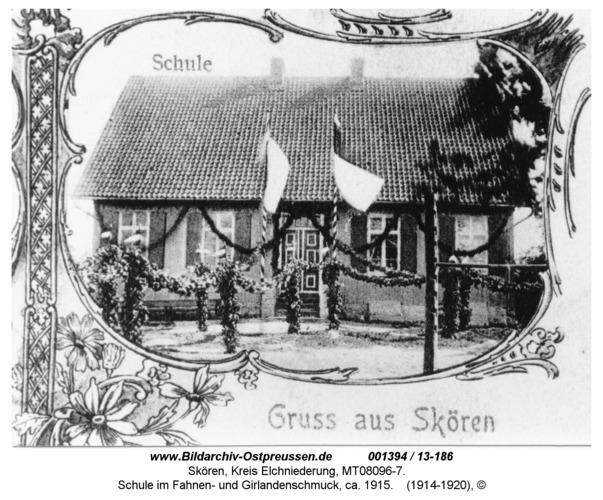 Skören, Schule im Fahnen- und Girlandenschmuck, ca. 1915