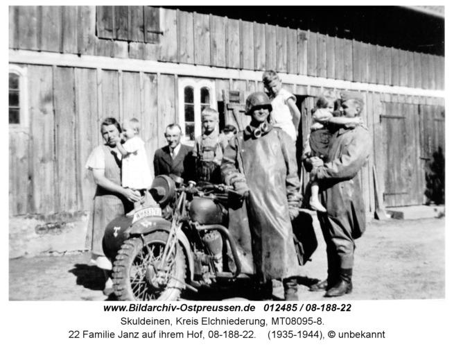 Skuldeinen, 22 Familie Janz auf ihrem Hof, 08-188-22