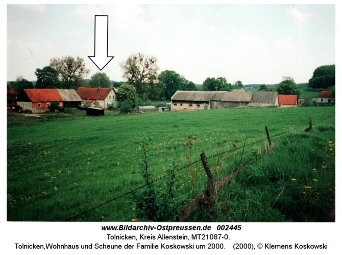 Tolnicken, Wohnhaus und Scheune der Familie Koskowski um 2000