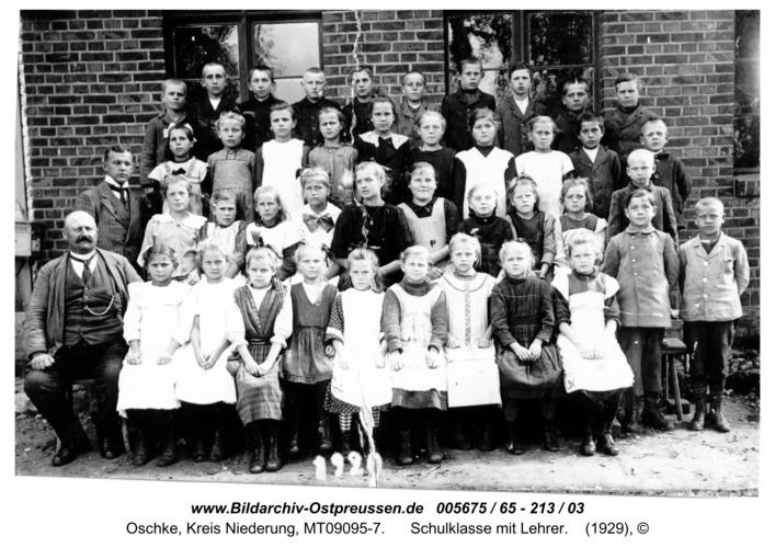 Wildwiese / Oschke, Schulklasse mit Lehrer
