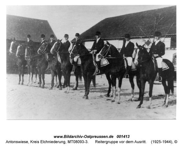 Antonswiese, Reitergruppe vor dem Ausritt