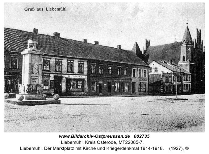 Liebemühl. Der Marktplatz mit Kirche und Kriegerdenkmal 1914-1918