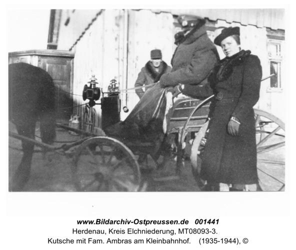 Herdenau, Kutsche mit Fam. Ambras am Kleinbahnhof