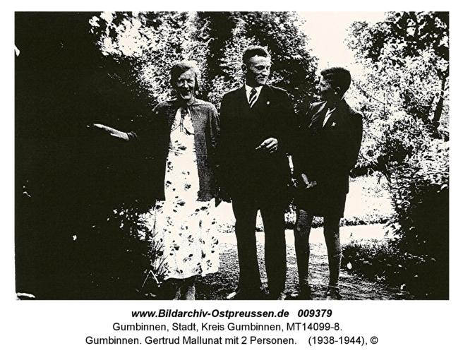 Gumbinnen. Gertrud Mallunat mit 2 Personen